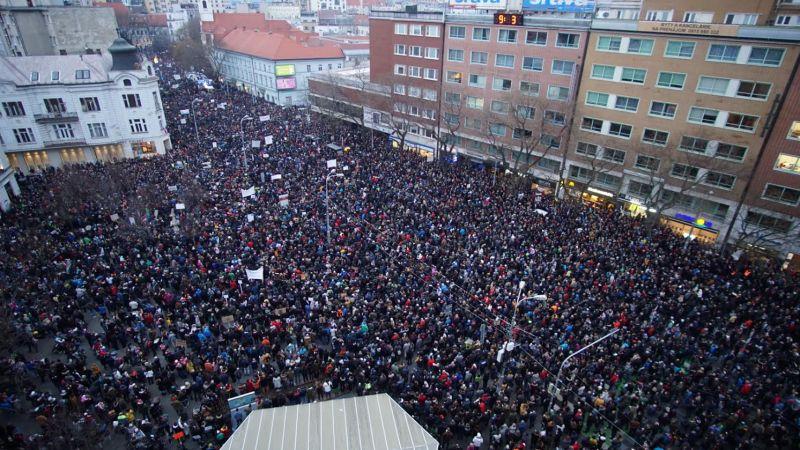 Video  Pochody za slušné Slovensko u nás a v zahraničí. Zažili sme  najväčšie protesty od roku 1989 - 24hod.sk b2e27f66b3a