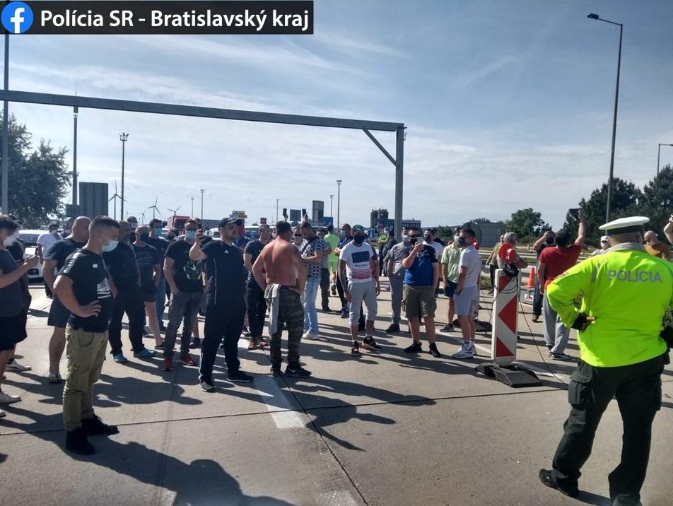 Video: Hranice už repatrianti neblokujú. Aplikácia ešte stále nefunguje