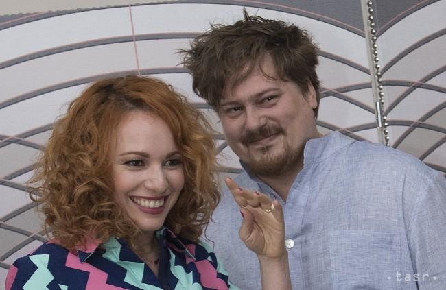 Moderátorka Vera Wisterová (vľavo) a módny návrhár Boris Hanečka, archívna snímka.
