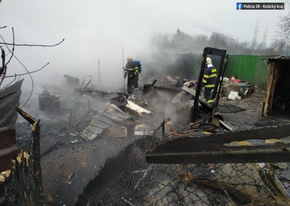 Pri požiari v Košiciach zahynuli tri deti, na mieste zasahujú hasiči