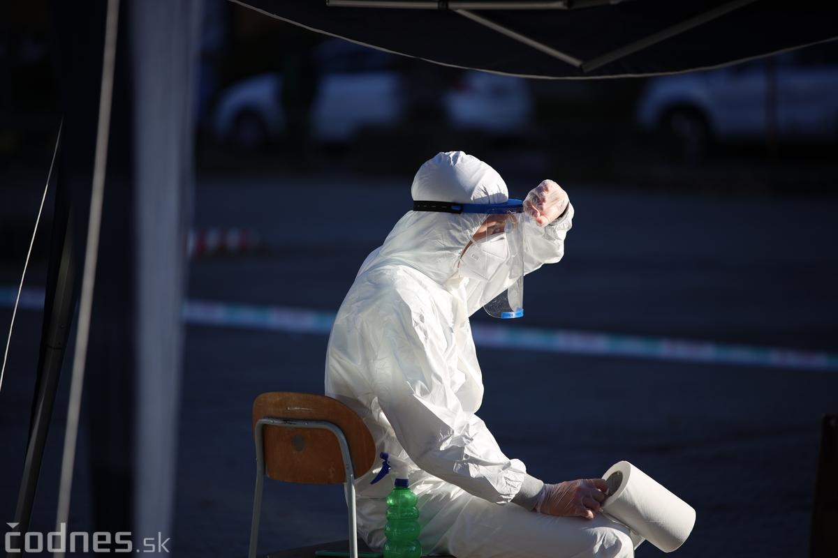 ONLINE: Testovanie v nedeľu prebieha pokojne, funguje 98 % odberných miest