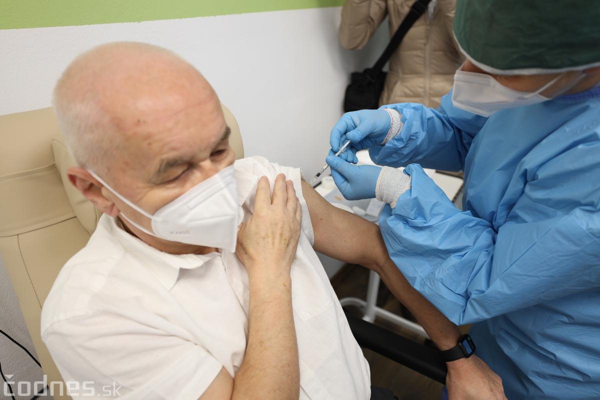 Video: Bojnická nemocnica otvorila vakcinačné centrum a začala s očkovaním zdravotníkov.