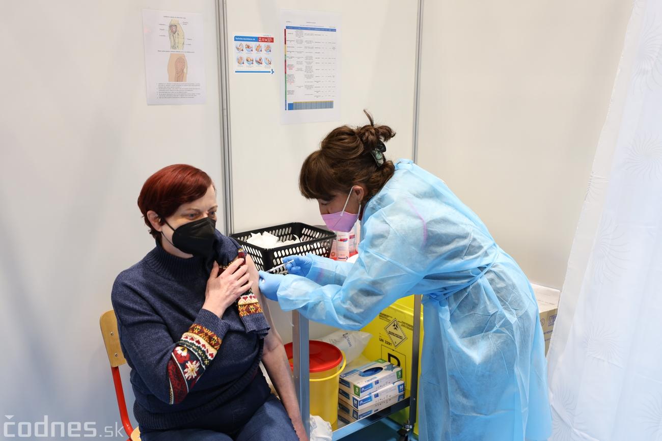 ŠTÚDIA: Po očkovaní prudko klesá počet nakazených a úmrtí na covid