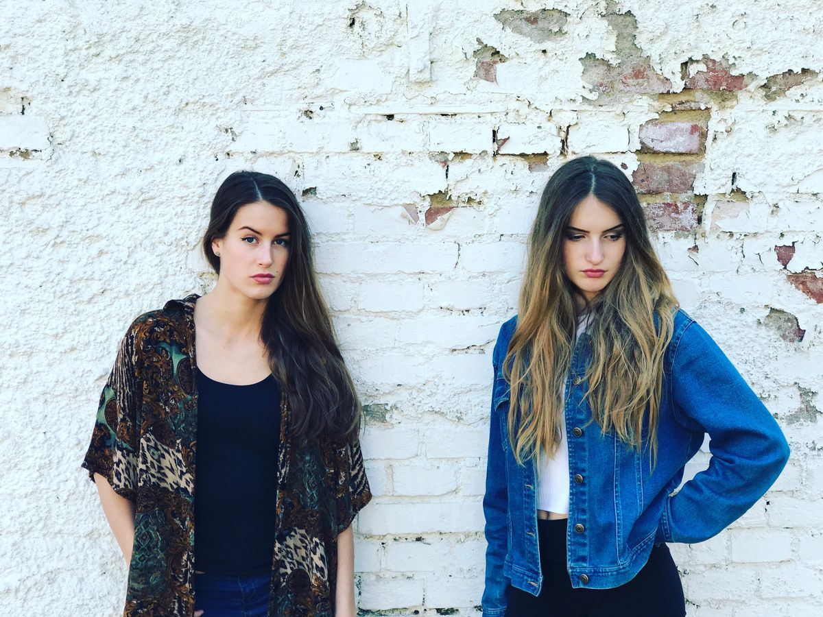 Alžbeta & Júlia predstavujú svoj prvý singel Zámky lásky