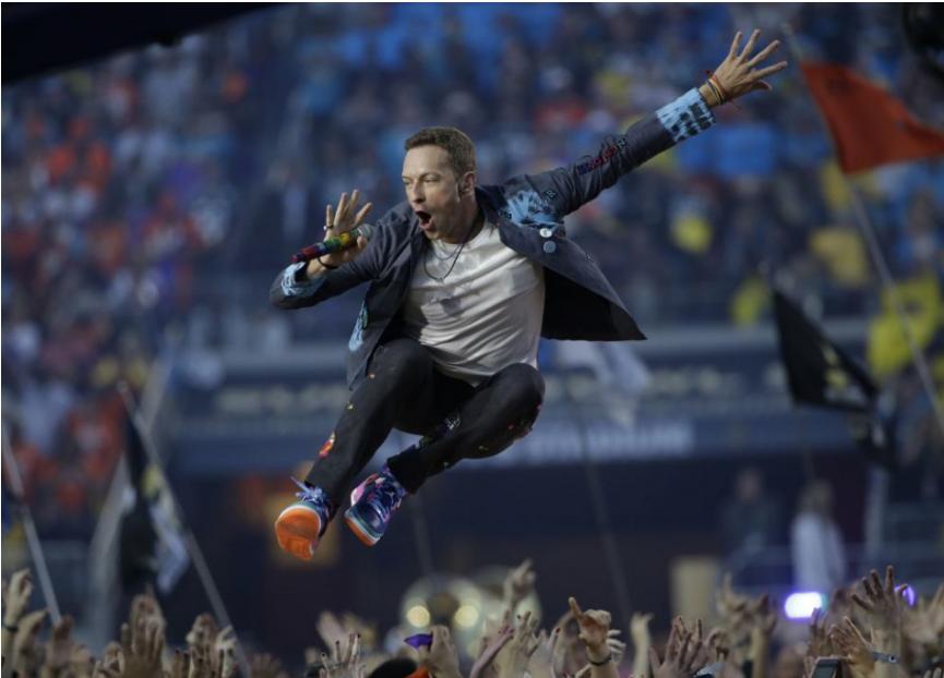Skupina Coldplay vydáva nový singel Higher Power