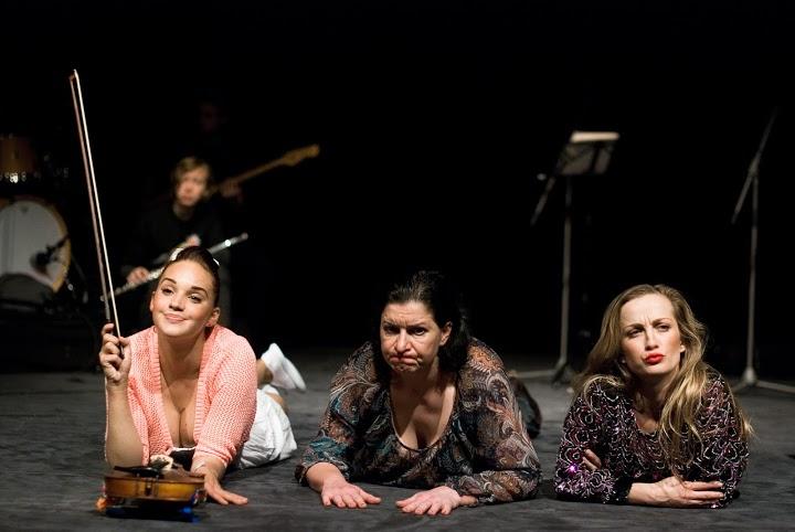 Okteto -- hudobné združenie ôsmich ľudí.