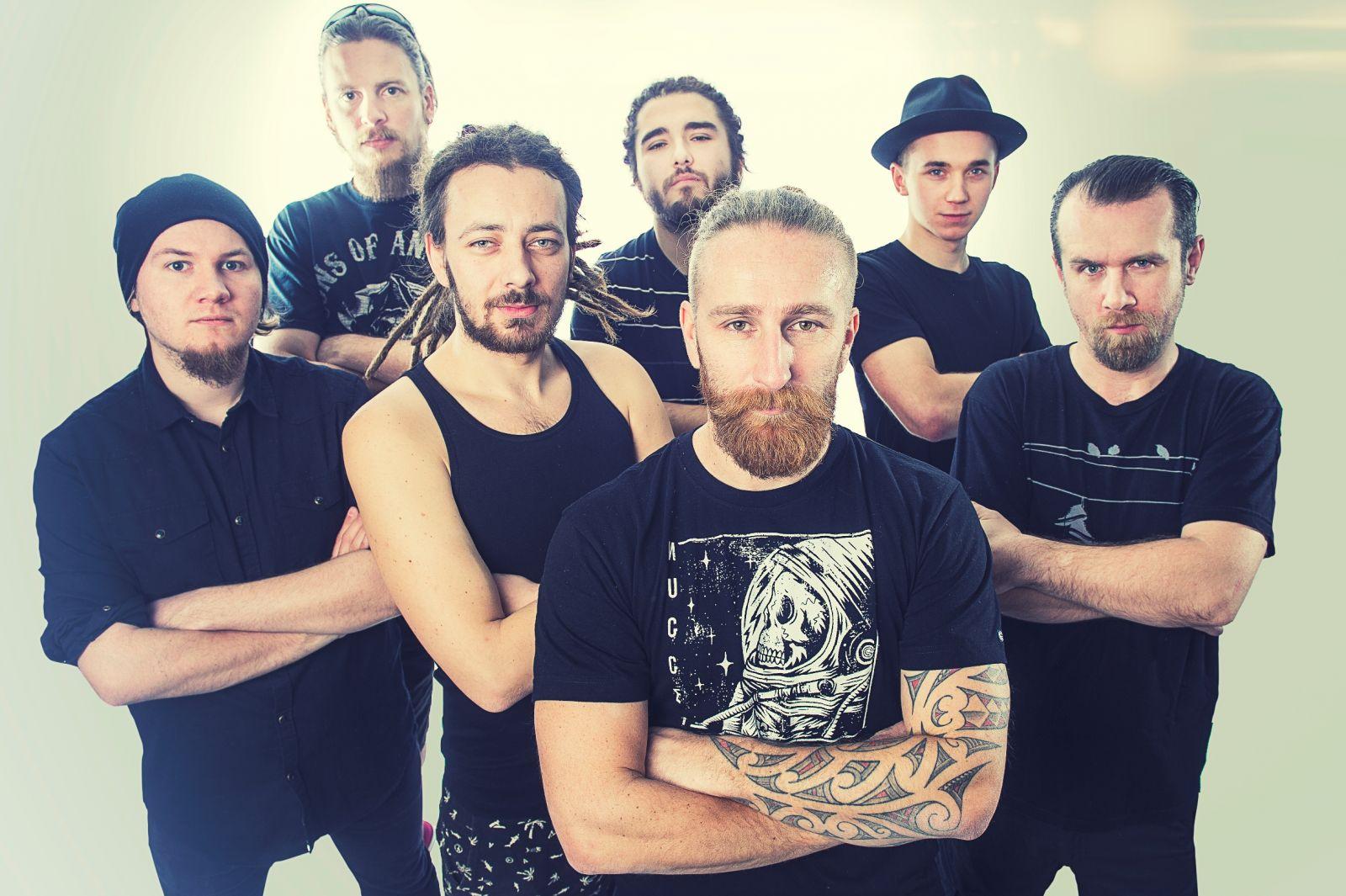 Prešovská kapela Heľenine oči prichádzajú s ďalším originálnym videoklipom.
