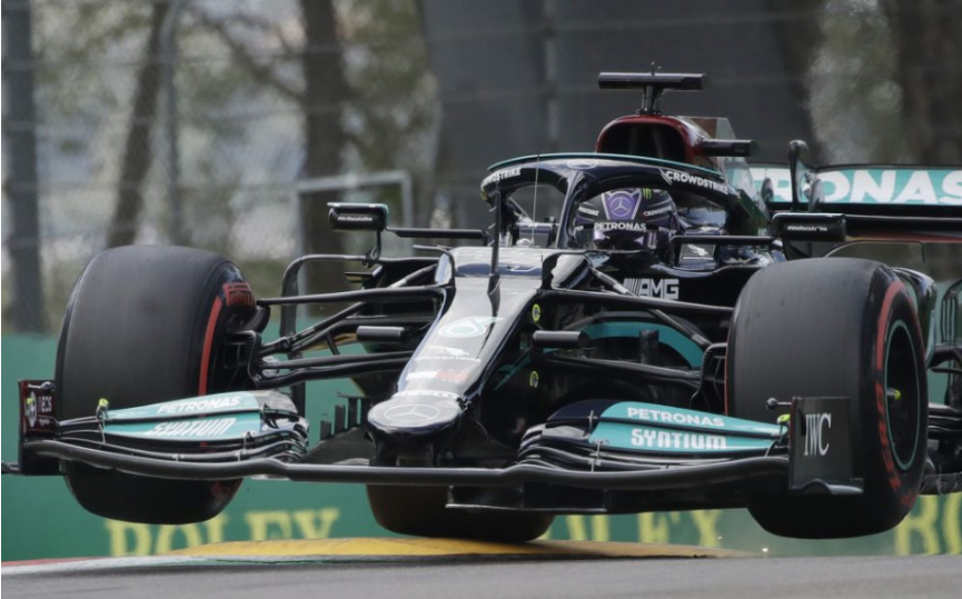 Hamilton si v F1 vybojoval 99. pole position v kariére