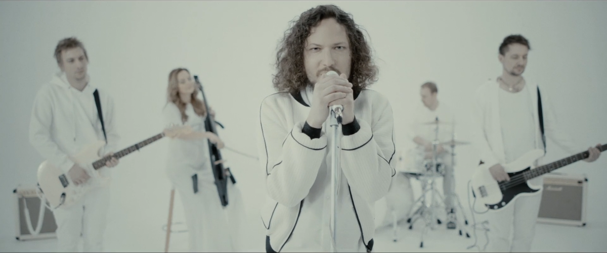 Video: Peter Aristone predstavuje videoklip ku skladbe Far