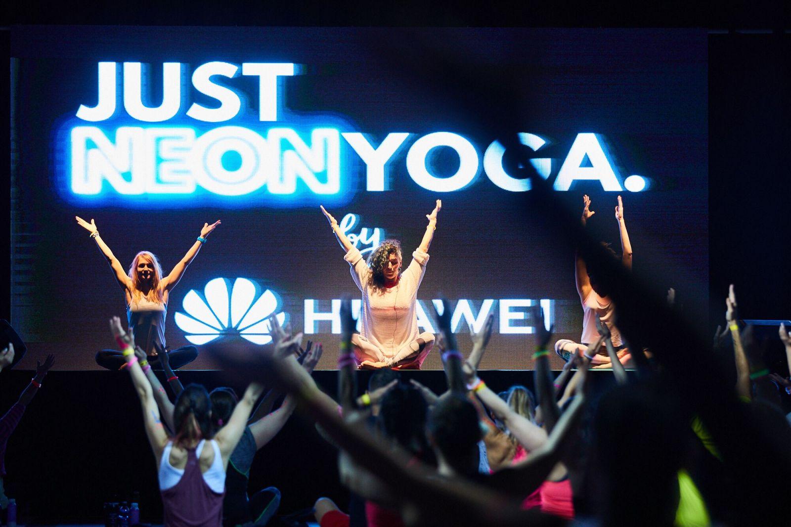 Foto: Pozrite si najlepšie neónové stylingy z JUST NEON JOGA by Huawei