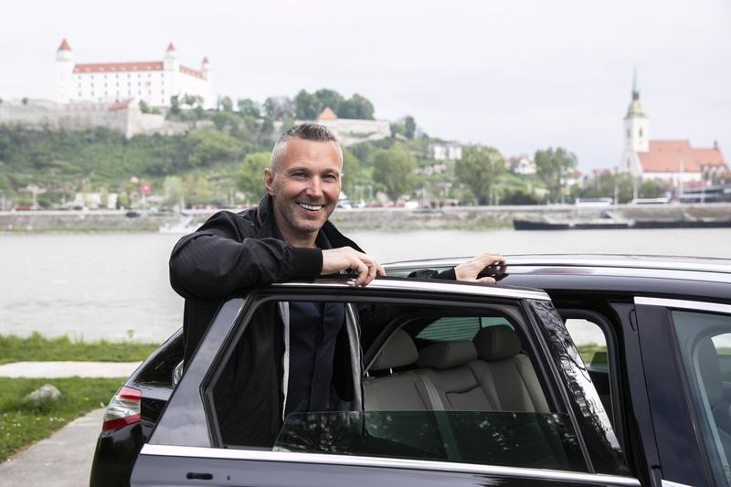 Taxislužba Uber sa vracia na Slovensko, bude využívať iba licencovaných vodičov