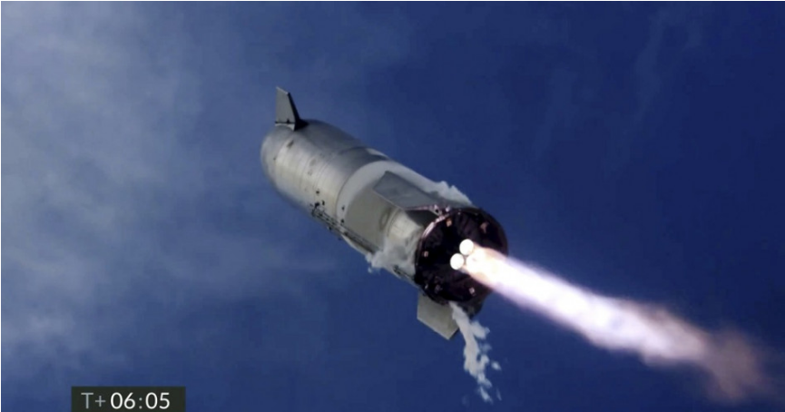 Vesmírna loď Starship úspešne pristála, no následne explodovala