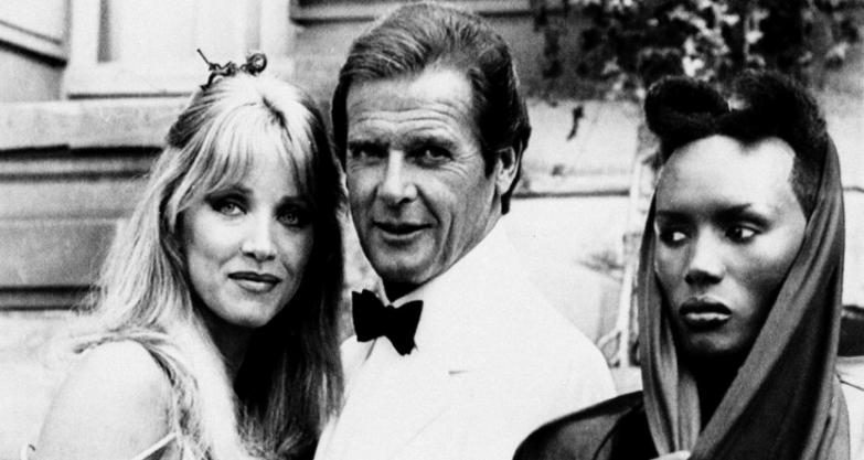 Herečka Tanya Robertsová je stále nažive