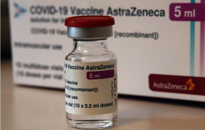 EMA: Trombóza by mala byť vedená ako vedľajší účinkok AstraZenecy