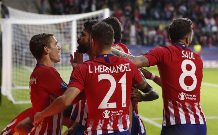 Atletico sa po dráme udržalo na čele La Ligy, Barcelona titul nezíska