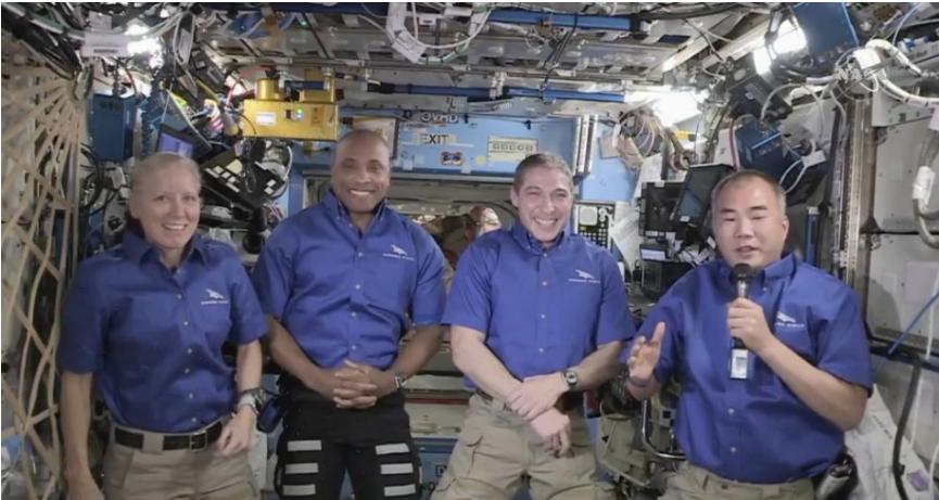 Štyria astronauti sa vracajú z vesmírnej stanice na Zem