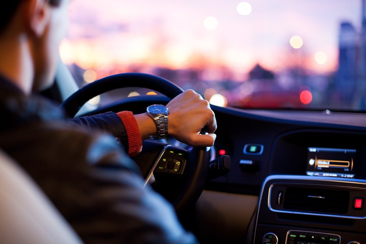 Praktická výučba v autoškolách sa pozastavuje, povolená bude iba dištančná výučba teórie