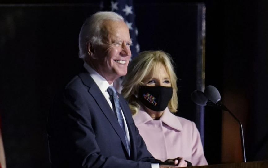 VOĽBY USA: Biden získal 306 hlasov, Trump 232, odhadujú médiá