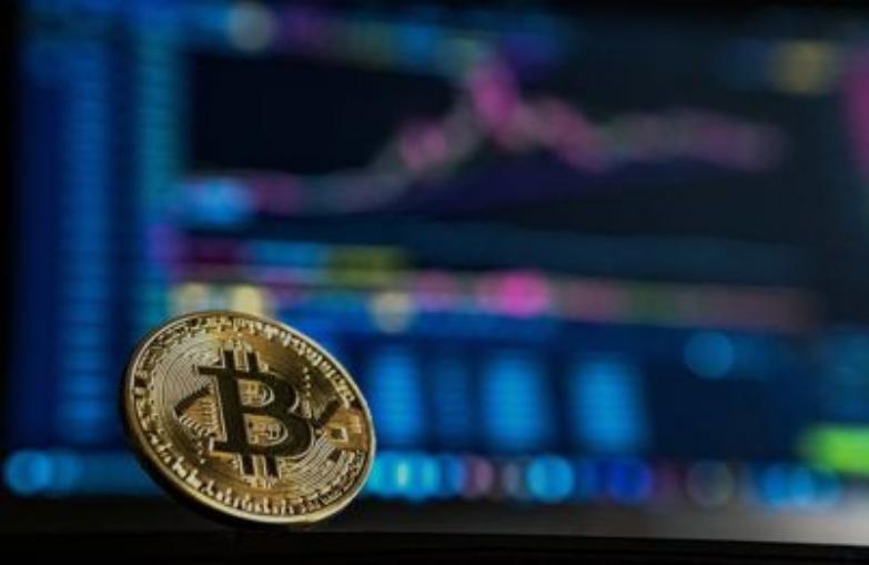 Bitcoin v piatok vyskočil až o 20 % po tom, čo šéf Tesly Elon Musk pridal do svojho profilu na Twitteri tag #bitcoin.