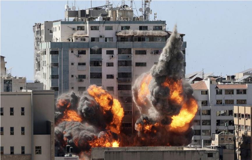 Médiá žiadajú, aby Izrael vysvetlil, prečo zničil kancelárie novinárov