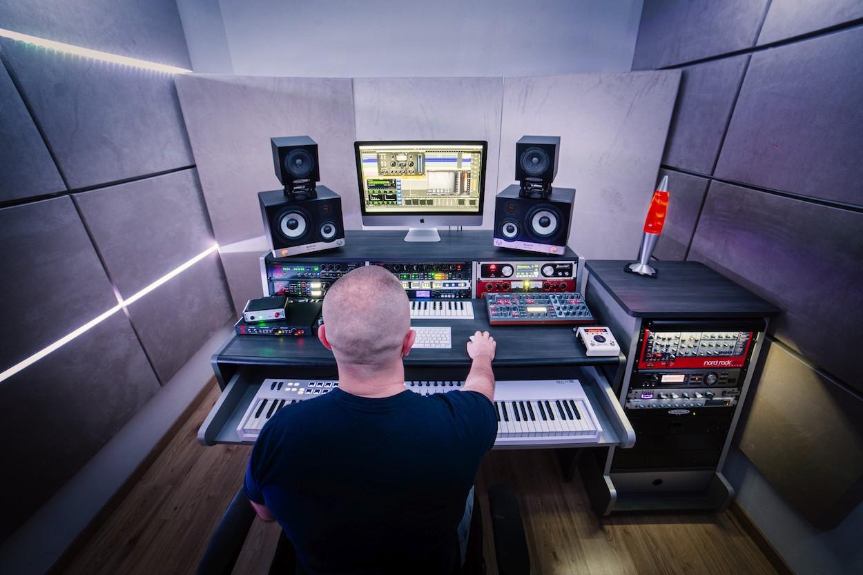 5 nových vlastných skladieb, unikátny remix aj nové štúdio. Rok 2020 očami Roberta Buriana