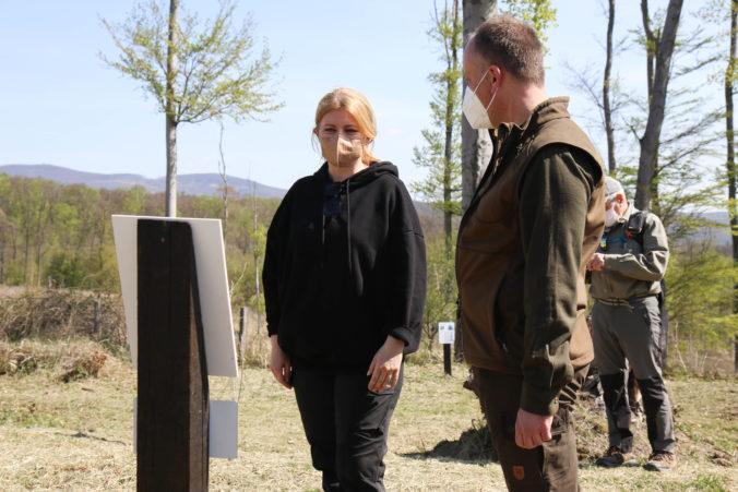 Prezidentka Zuzana Čaputová spolu so zamestnancami prezidentskej kancelárie v lese zasadila 1 650 stromov (foto)
