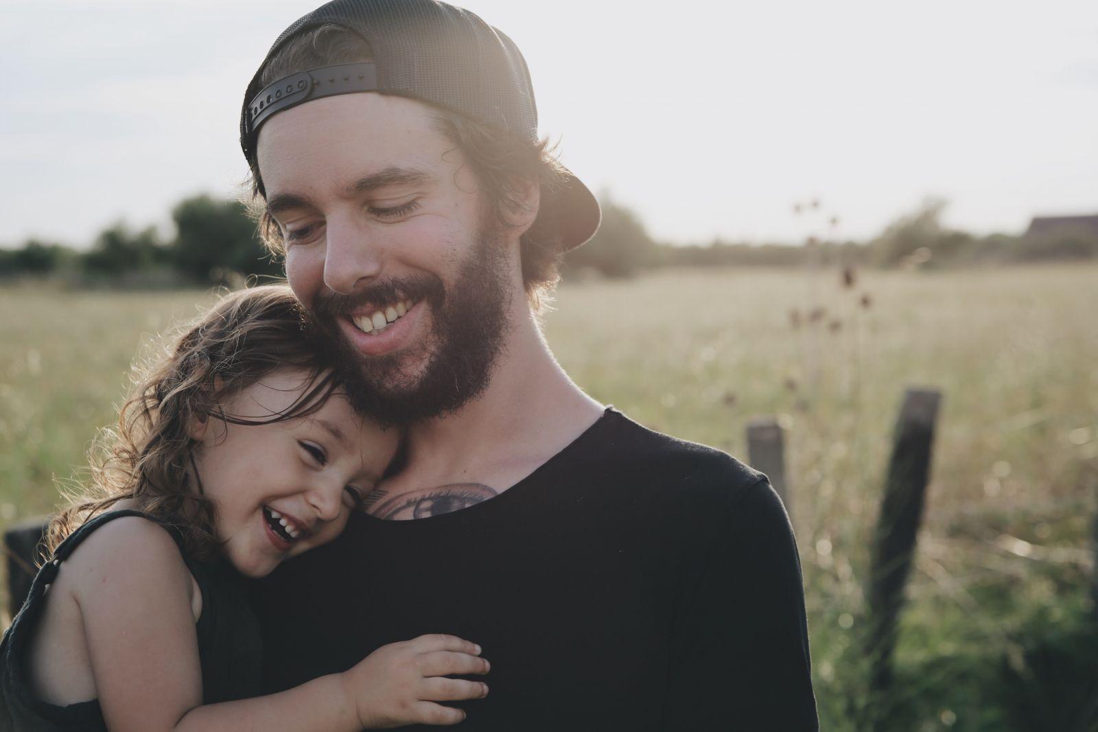 Zistilo sa, že obyčajné objatie je pre človeka hodnotnejšie ako tisíc slov a robí nás oveľa šťastnejšími