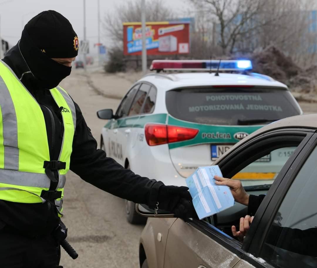 Polícia avizuje od stredy intenzívnejšie kontroly zákazu vychádzania