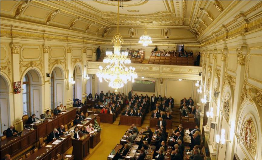 Na rokovaní českej vlády skolabovala hlavná hygienička