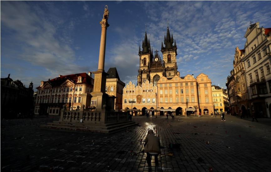 Česko potvrdilo zákaz stretávania viac ako dvoch osôb