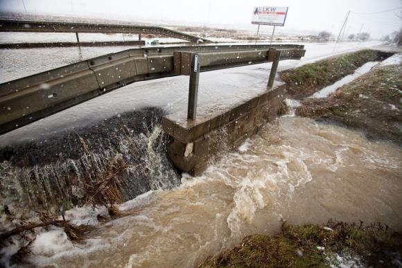 Cestu medzi Pezinkom a Šenkvicami zaliala voda