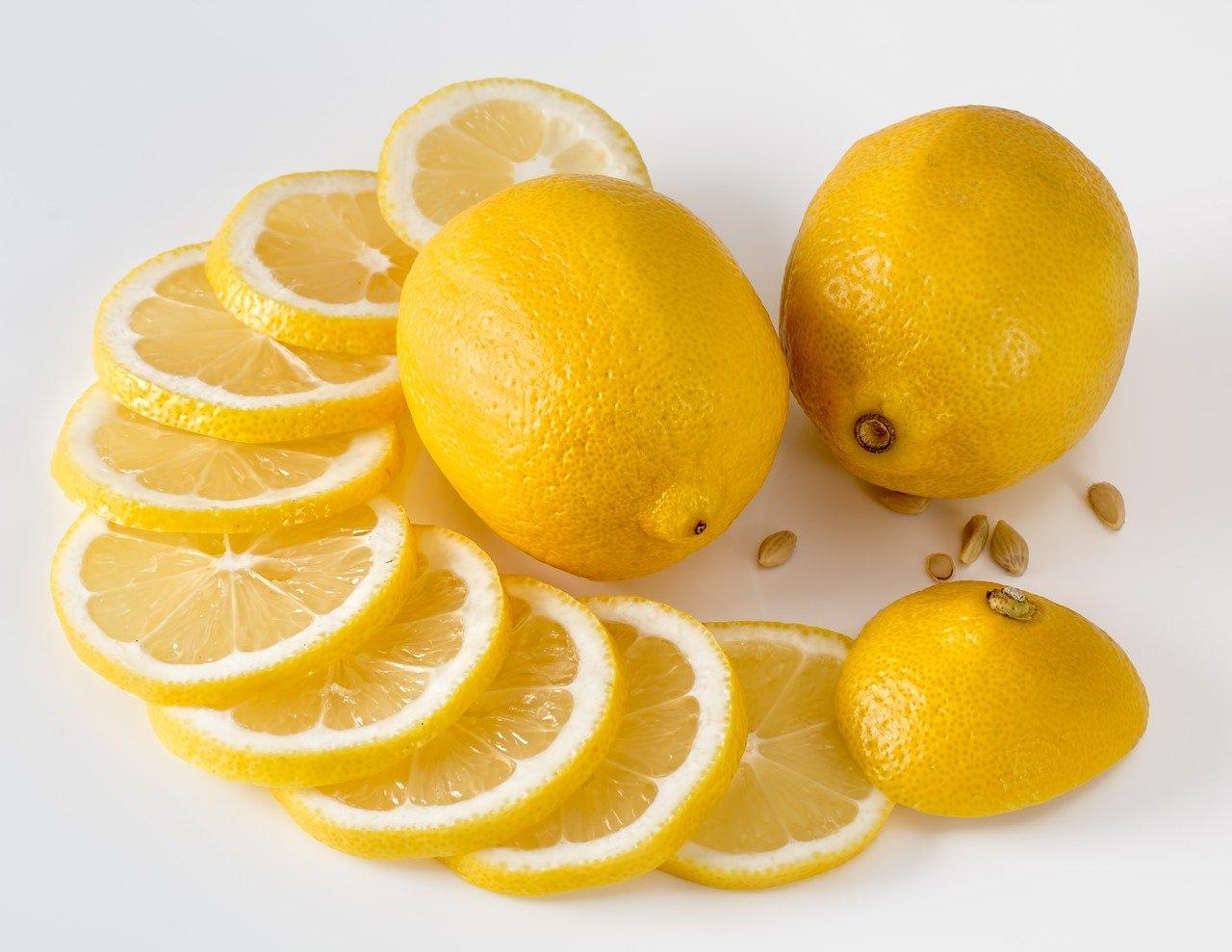 Šupka z citróna je plná prospešných látok. Ako ju použiť?