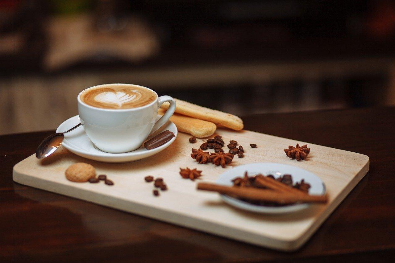 Pričasté pitie kávy zvyšuje riziko vzniku troch ochorení. Devastuje kĺby a vedie k nárastu hmotnosti.