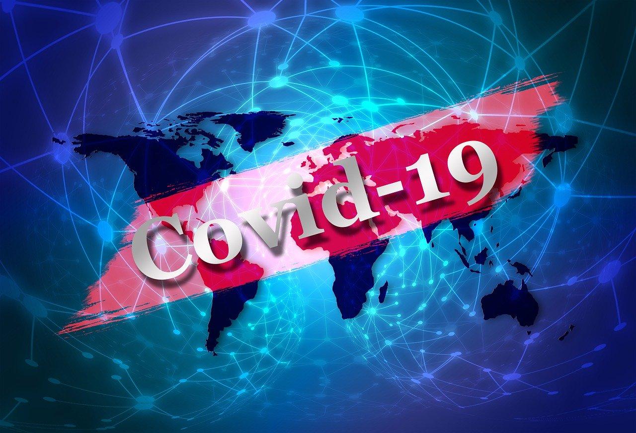 Pandémia koronavírusu tak skoro nezmizne, podľa vedcov až v roku 2022. Popísali tri scenáre vývoja