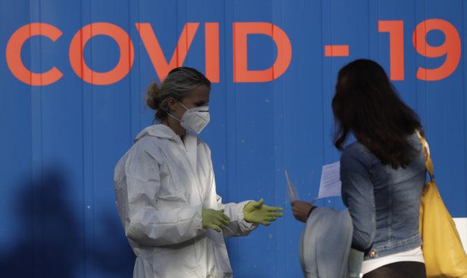 Koronavírus: Na COVID-19 zomrelo 55 ľudí, nepribudli žiadni hospitalizovaní a pozitivita klesla pod 18 percent