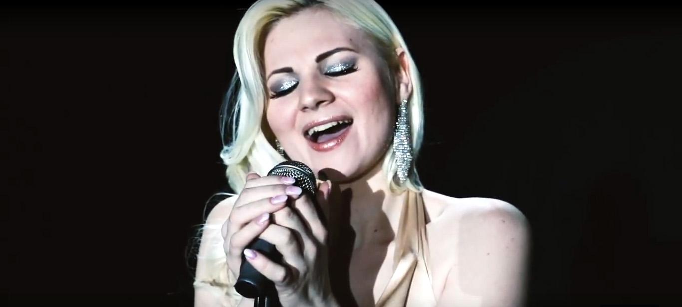 Slovenská speváčka IVANNA, ktorú máte možnosť poznať pod jej celým menom Ivanna Bagová ako prvú víťazku Hlasu Česko Slovenska