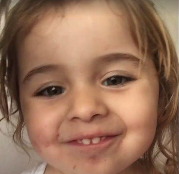 Video: Nádherné. Toto dievčatko a jej tyčinky Slováci milujú