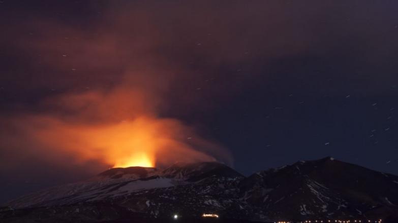 Sicílska sopka Etna sa opäť prebudila k životu