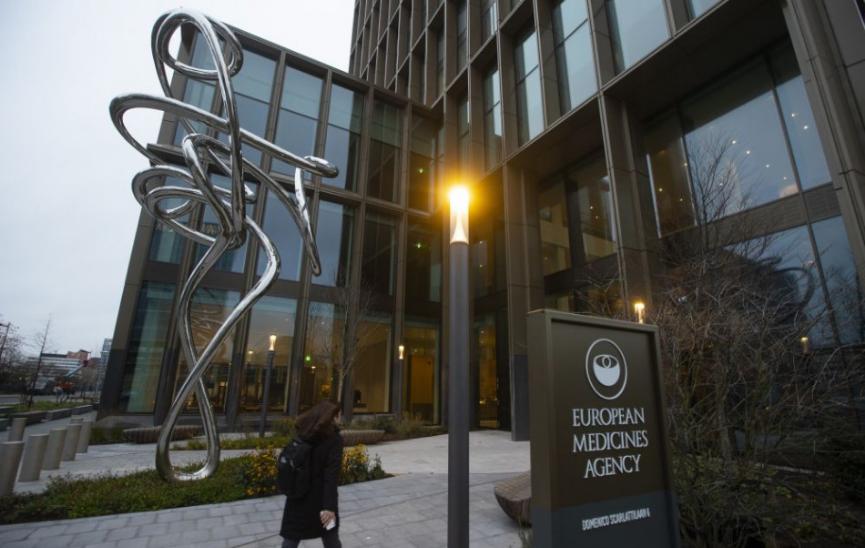 Európska agentúra pre lieky schválila vakcínu od BioNTEch a Pfizer