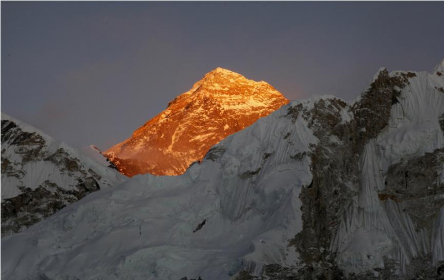 Horolezcom nakazeným koronavírusom sa podarilo zdolať Mount Everest