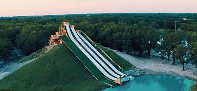 """Návštevníci vodného parku si môžu vychutnať skutočne """"Kráľovské čľupnutie""""."""
