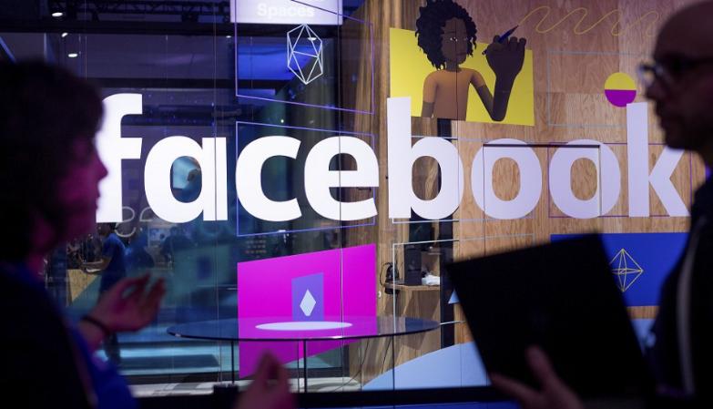 Facebook zrušil stránku šéfkuchára šíriaceho konšpirácie o COVIDe-19