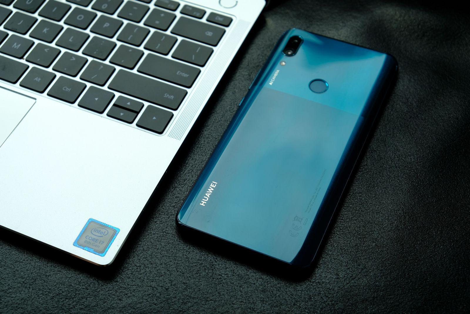 Na slovenský trh mieri P smart Z, prvý smartfón od Huawei s pop-up fotoaparátom