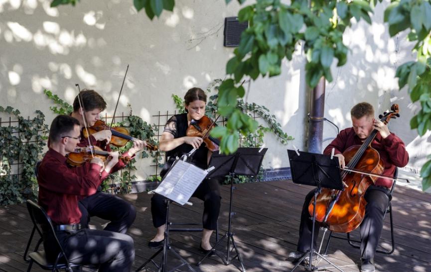 Slovenská filharmónia predstaví Mucha Quartet s klaviristkou P. Pogády