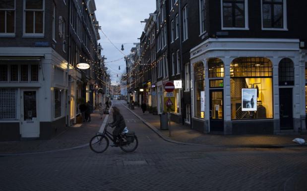 Holandsko zavedie prvý zákaz vychádzania od 2. svetovej vojny