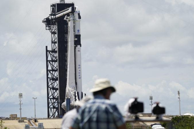 Spoločnosť SpaceX vyslala do vesmíru prvú súkromnú raketu s ľuďmi, Crew Dragon mieri k ISS (video)