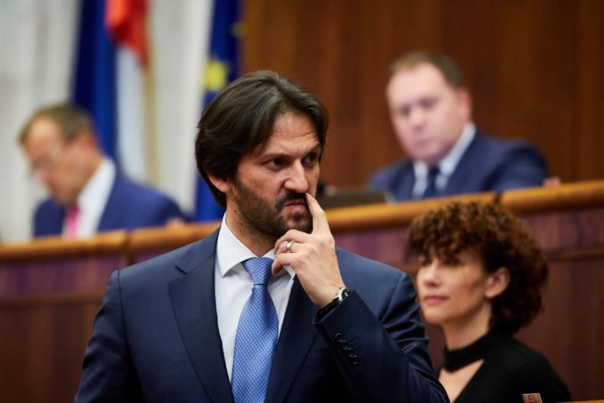 Minister Kaliňák by mal podať demisiu