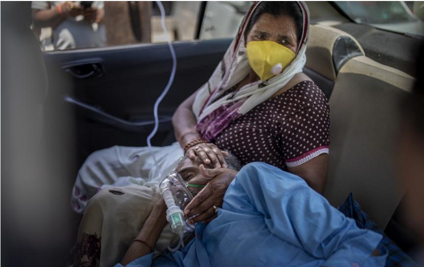 Úrady v Indii zaznamenali v pondelok už 12. deň po sebe viac ako 300.000 novoinfikovaných koronavírusom SARS-CoV-2.