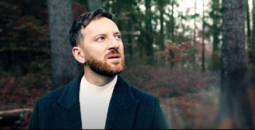Miro Jaroš vydáva singel Hora, text mu napísala Jana Kirschner