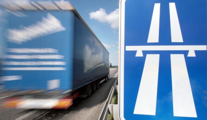 Únia autodopravcov prijala rozhodnutie vlády o zrušení diaľničných známok s údivom a pobúrením